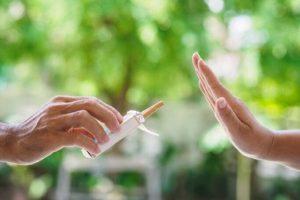 Evitare o abolire fattori di rischio, come il fumo