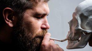 fumare con lo scheletro